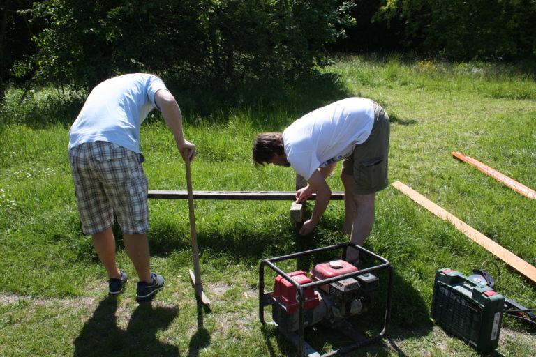 V máji sme začali s obnovou lavičiek v parku Rusovského kaštieľa. Úplne sme obnovili 5 lavičiek, ďalšie 3 sme zrekonštruovali.