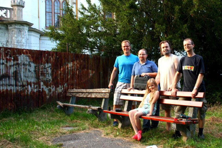 Zorganizovali sme darcovskú zbierku a z vyzbieraných peňazí sme vynovili ďalších 5 lavičiek v rusovskom parku a a zrekonštruovali sme 2 lavičky. (Táto aktivita sa uskutočnila vďaka podpore spoločnosti Baumit s.r.o)