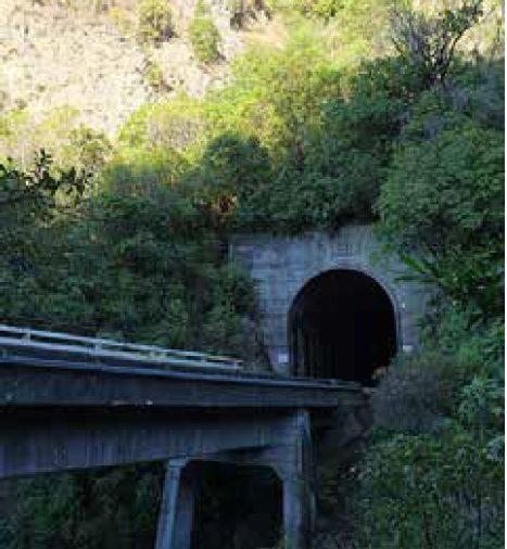Niektoré diaľnice končia tunelom, iné mostom
